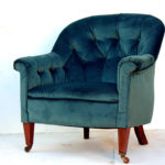 Upholstered Buttoned Armchair